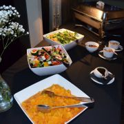 Salad_Buffet_Table_640x424.jpg